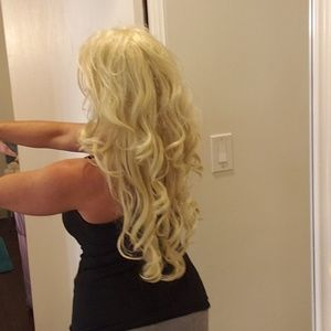 Long blonde Prima Donna wig with curls